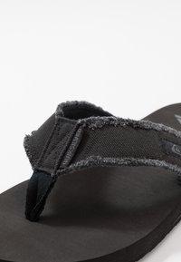 Quiksilver - MONKEY ABYSS - Domácí obuv - black/brown - 5