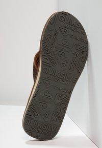 Quiksilver - CARVER - Sandály s odděleným palcem - demitasse - 4