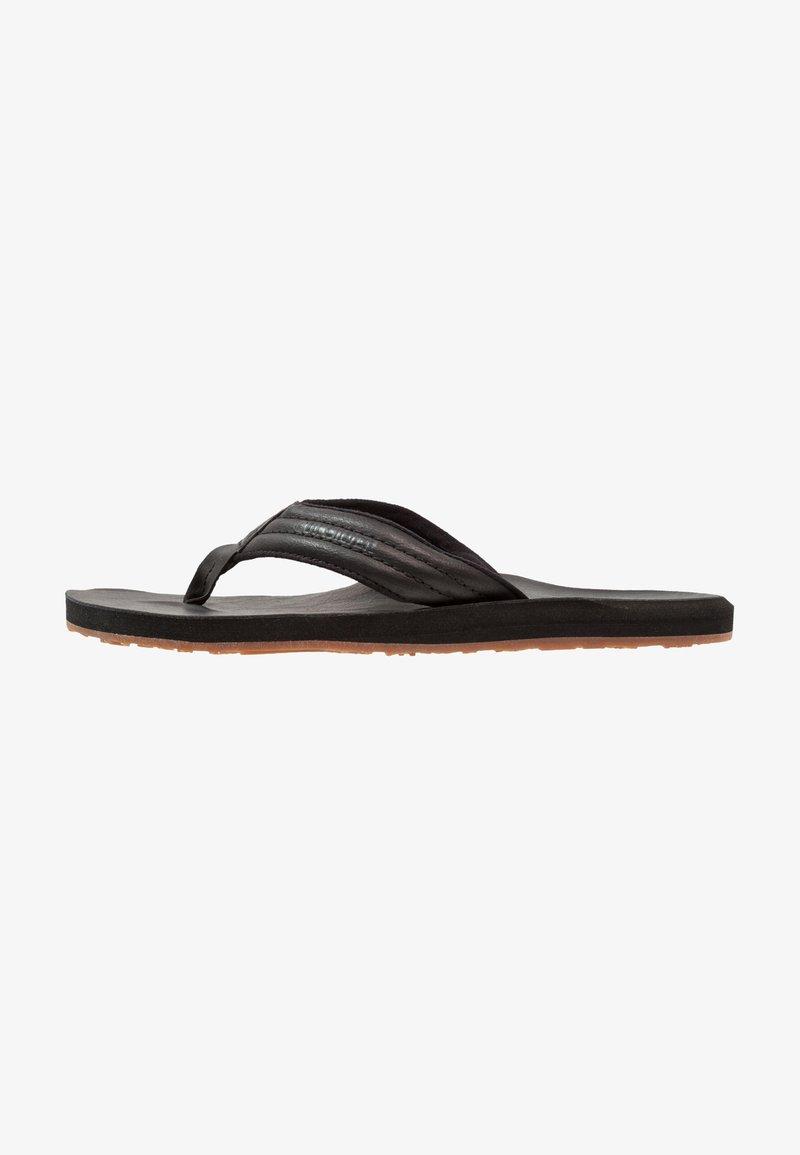 Quiksilver - CARVER - Sandály s odděleným palcem - black
