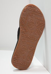 Quiksilver - CARVER - Sandály s odděleným palcem - black - 4