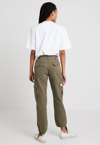 BDG Urban Outfitters - AUTHENTIC CARGO PANT - Trousers - khaki - 2