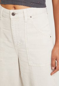 BDG Urban Outfitters - CALLIE UTILITY PANT - Trousers - ecru - 4