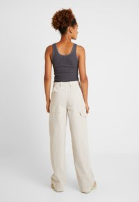 BDG Urban Outfitters - CALLIE UTILITY PANT - Trousers - ecru - 2