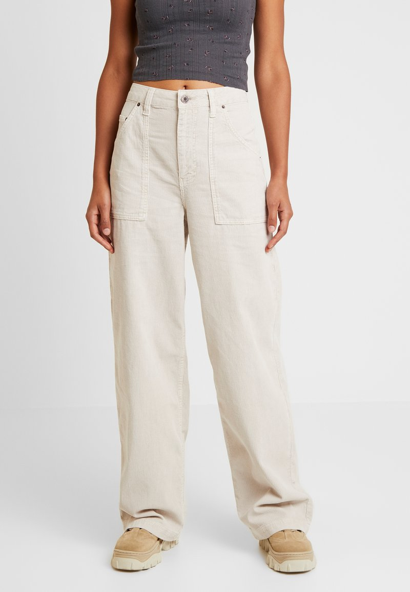 BDG Urban Outfitters - CALLIE UTILITY PANT - Kalhoty - ecru