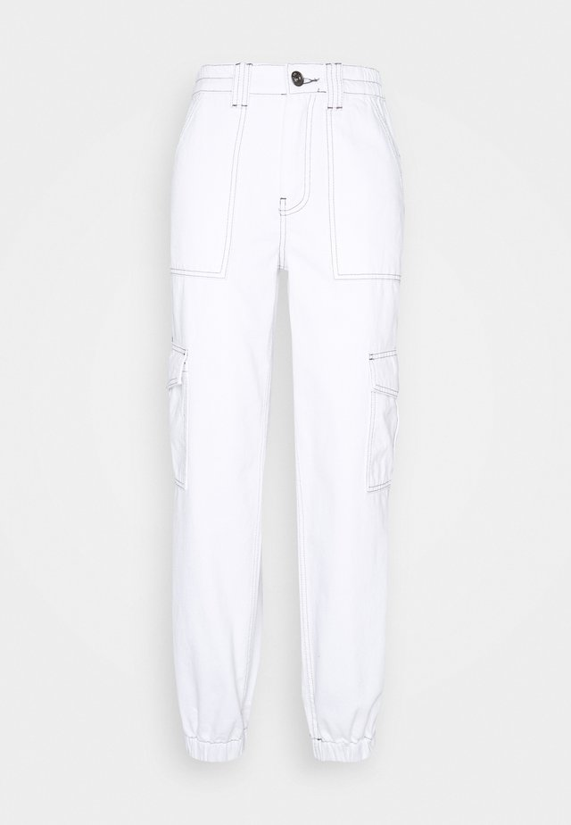 CONTRAST STITCH CUFFED SKATE  - Jeansy Relaxed Fit - white