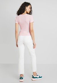 BDG Urban Outfitters - CONTRAST STITCH TEE - T-shirts basic - candy pink - 2