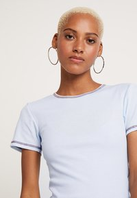 BDG Urban Outfitters - CONTRAST STITCH TEE - Basic T-shirt - light blue - 4