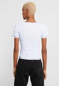 BDG Urban Outfitters - CONTRAST STITCH TEE - Basic T-shirt - light blue - 2