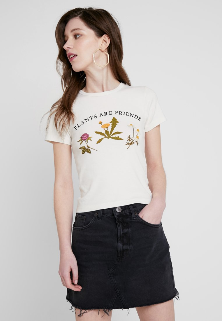 BDG Urban Outfitters - PLANTS ARE FRIENDS BABY TEE - Print T-shirt - white