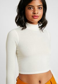 BDG Urban Outfitters - COSY FUNNEL NECK - Topper langermet - ivory - 5