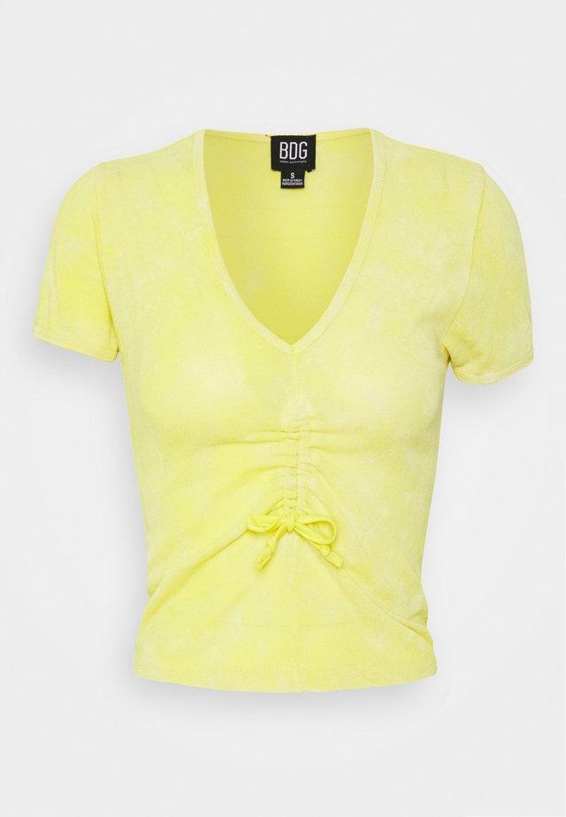 DRAWSTRING VNECK TEE - Print T-shirt - sunny lime