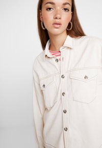BDG Urban Outfitters - CONTRAST STITCH POET - Overhemdblouse - ecru - 3