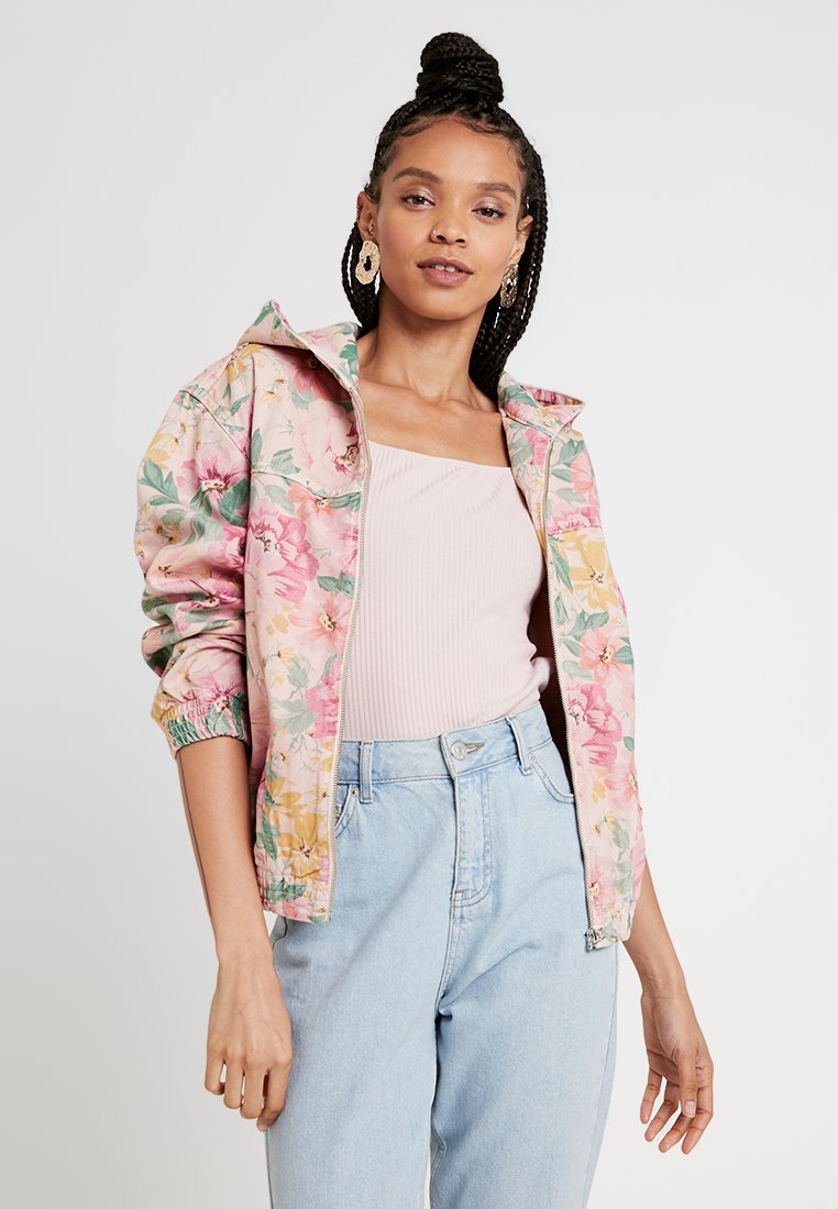 BDG Urban Outfitters - FLORAL HOODED BOMBER - Jeansjacke - pink