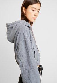 BDG Urban Outfitters - HOODED CROP - Kurtka wiosenna - grey - 3