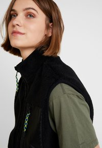 BDG Urban Outfitters - VEST - Waistcoat - black - 3