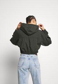 BDG Urban Outfitters - SUPER CROPPED POPLIN JACKET - Summer jacket - khaki - 2
