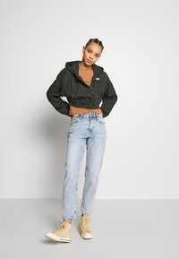 BDG Urban Outfitters - SUPER CROPPED POPLIN JACKET - Summer jacket - khaki - 1