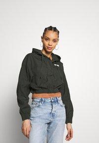 BDG Urban Outfitters - SUPER CROPPED POPLIN JACKET - Summer jacket - khaki - 0