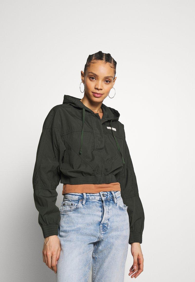 BDG Urban Outfitters - SUPER CROPPED POPLIN JACKET - Summer jacket - khaki
