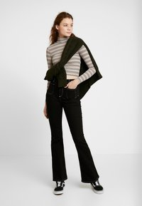 BDG Urban Outfitters - STRIPED TURTLENECK SWEATER - Neule - stone/grey - 1