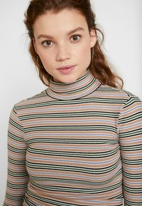 BDG Urban Outfitters - STRIPED TURTLENECK SWEATER - Neule - stone/grey - 4