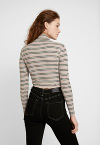 BDG Urban Outfitters - STRIPED TURTLENECK SWEATER - Neule - stone/grey - 2