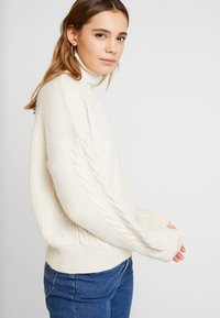 BDG Urban Outfitters - CABLE ZIP - Jumper - ecru - 3