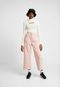 BDG Urban Outfitters - CUTOUT FRONT - Trui - ecru - 1
