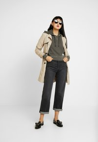 BDG Urban Outfitters - CROPPED SLOUCHY HOODIE - Bluza z kapturem - dark shadow - 1