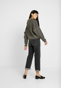 BDG Urban Outfitters - CROPPED SLOUCHY HOODIE - Bluza z kapturem - dark shadow - 2