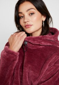 BDG Urban Outfitters - FLUFFY CROP - Sweatshirt - pink - 4