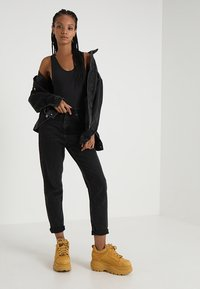 BDG Urban Outfitters - MOM - Relaxed fit jeans - black - 1