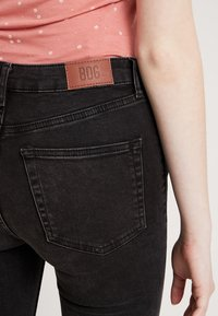 BDG Urban Outfitters - PINE - Jeans Skinny Fit - worn black - 5