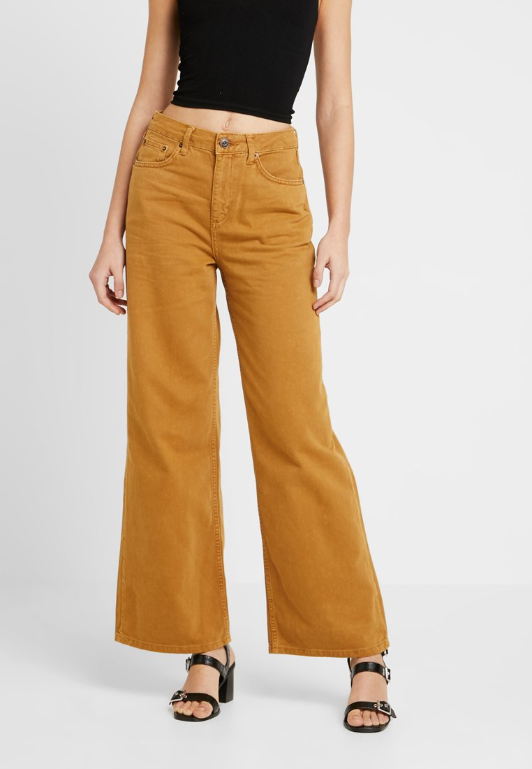 BDG Urban Outfitters - PUDDLE - Vaqueros a campana - beige