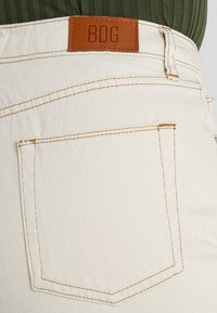 BDG Urban Outfitters - PAX - Jeans Tapered Fit - ivory - 3