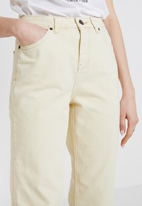 BDG Urban Outfitters - PAX - Jeans Straight Leg - yellow - 3
