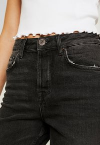 BDG Urban Outfitters - DILLON  - Slim fit jeans - black - 4
