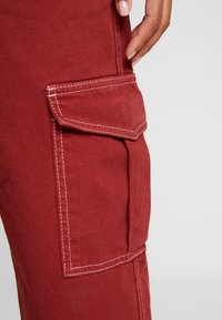 BDG Urban Outfitters - CONTRAST SKATE - Jeansy Relaxed Fit - brick - 4
