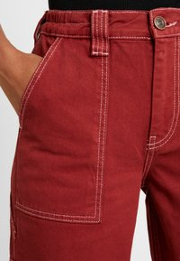 BDG Urban Outfitters - CONTRAST SKATE - Jeansy Relaxed Fit - brick - 3