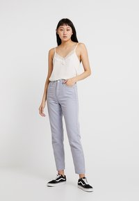BDG Urban Outfitters - MOM - Jeansy Relaxed Fit - chambray blue - 1