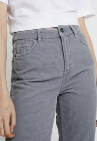 BDG Urban Outfitters - MOM - Bukse - cool grey - 4