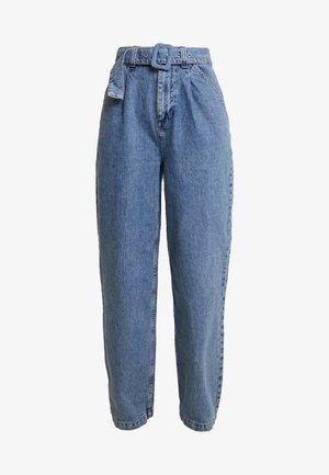 SELF BELT PLEAT - Jeans relaxed fit - denim blue