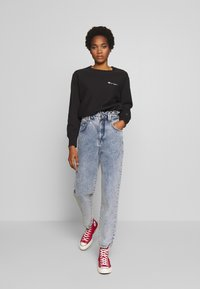 BDG Urban Outfitters - RUFFLE - Jeansy Relaxed Fit - acid blue - 1