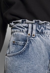 BDG Urban Outfitters - RUFFLE - Jeansy Relaxed Fit - acid blue - 4