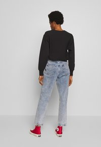 BDG Urban Outfitters - RUFFLE - Jeansy Relaxed Fit - acid blue - 2