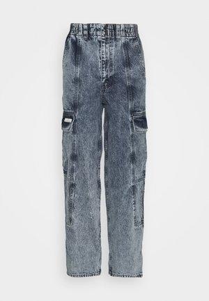 BLAINE SKATE - Pantaloni cargo - acid wash blue