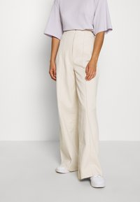 BDG Urban Outfitters - CORSET  - Flared Jeans - ecru - 0