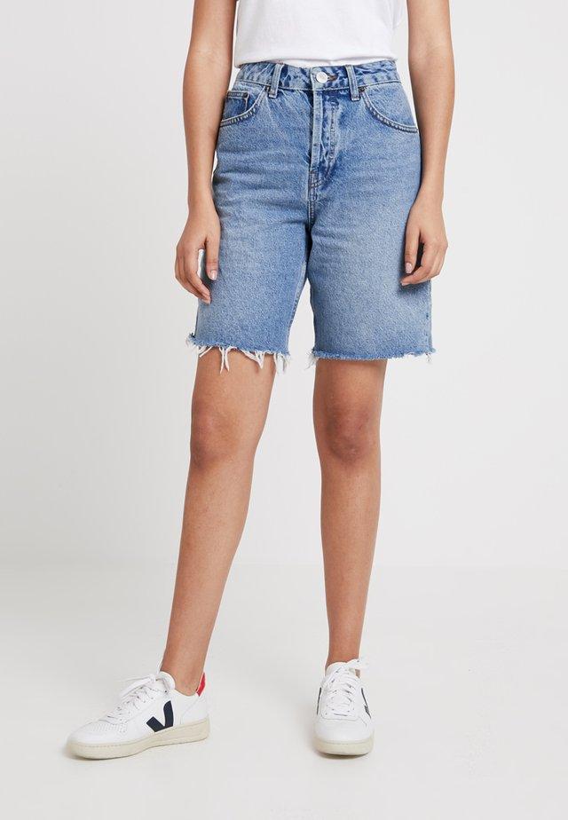 VINTAGE BOYFRIEND - Jeans Shorts - light denim
