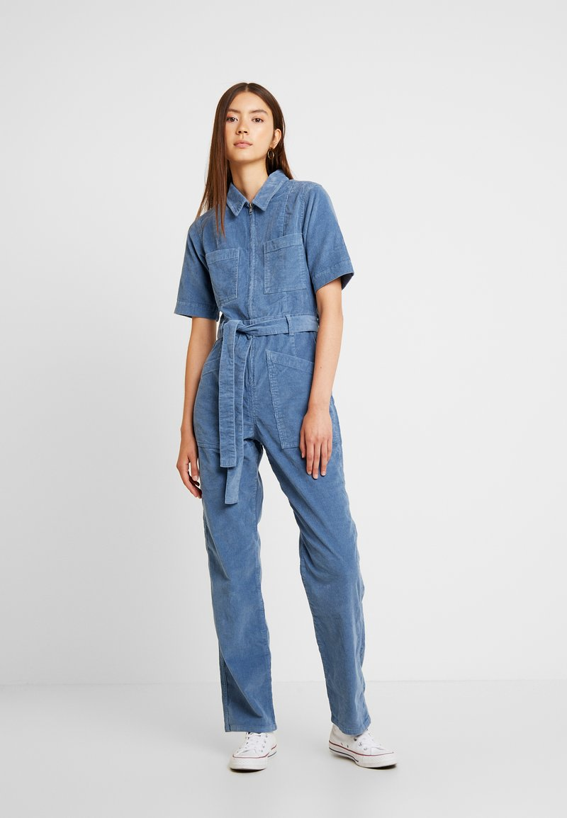 BDG Urban Outfitters - BELTED BOILERSUIT - Jumpsuit - chambray blue