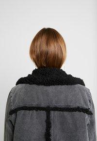 BDG Urban Outfitters - SHERPA LINED UTILITY COAT - Farkkutakki - black - 4
